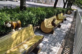 猿谷ダムおさるのベンチ.jpg